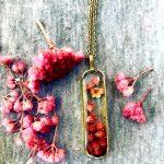 آویز رزین برنجی گلستان صورتی